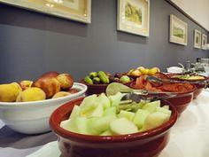 Ofrecemos bufets y salones privados que dan la posibilidad de personalizar los menús para cada grupo.