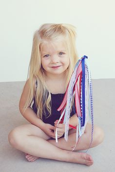 4th of July Parade Wands: do you start your 4th of July celebrations with a parade... line those streets and cheer on the floats, bands and dancers? Maybe you'd like to make some 4th of July parade wands!