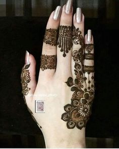 Perfect one for small occasion Finger Henna Designs, Henna Art Designs, Mehndi Designs For Girls, Mehndi Designs 2018, Stylish Mehndi Designs, Mehndi Designs For Fingers, Mehndi Design Pictures, Beautiful Henna Designs, Mehndi Images
