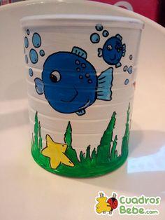 Bote decorado para guardar los pañuelos o el papel para quitar los mocos al niño o al bebé. Motivos acuáticos con un pez y sus burbujas y una estrella de mar entre las algas. Ideal para esconder de una forma elegante los papeles para limpiar la nariz de los más pequeños