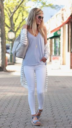 Summer outfit ideas with a long striped cardigan - - Fashion Trends for Girls and Teens Cardigan Outfits, Cardigan Fashion, Casual Outfits, Casual Jeans, Summer Cardigan Outfit, White Jeans Outfit Summer, Work Outfits, White Capri Outfits, Black Tshirt Dress Outfit