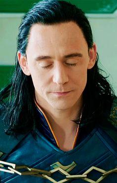 Thor: Ragnarok (2017) ~ Loki. (Gif-set: http://maryxglz.tumblr.com/post/163383923522/thor-ragnarok-2017-loki )