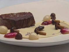 Eye Fillet with Onion Jam, Cauliflower puree and Jus Food N, Good Food, Food And Drink, Jam Recipes, Gourmet Recipes, Lamb Koftas, Masterchef Recipes, Masterchef Australia, Onion Jam