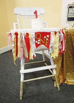 Birthday party centerpieces princess belle and beauty and for Beauty and the beast table and chairs