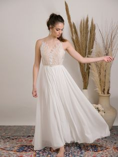 Fairy boho-chic wedding dress with Flattering and unique design. The sophisticated combination of fabrics creates a feminine silhouette for an unforgettable and effortlessly beautiful style. #weddingdress #weddingdresssale #bohoweddingdress #laceweddingdress #barzelaiweddingdress