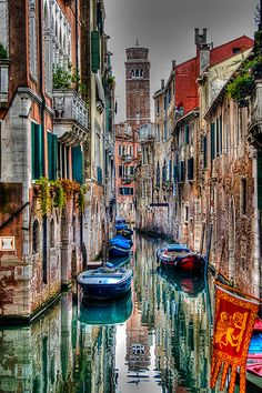 Beautiful photography, almost surreal ; residental back canals of Venice Italy