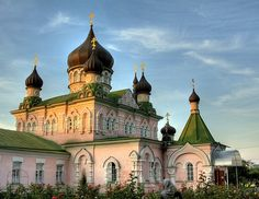 Church in Pokrovsky (women's monastery), Kiev, Ukraine ~ photo by mikilak Russian Architecture, Religious Architecture, Church Architecture, Amazing Architecture, World Religions, Largest Countries, Christian Church, Place Of Worship, Temples