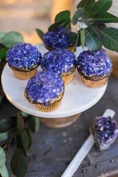 Amethyst crystal and gold leaf cupcakes Painted Wedding Cake, Wedding Cake Rustic, Lace Wedding, Light Wedding, Purple Wedding, Garden Wedding, Floral Wedding, Wedding Reception, Dream Wedding