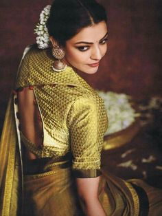 Have a look of kajal agarwal hot looking saree Sari Blouse Designs, Designer Blouse Patterns, Blouse Back Neck Designs, Blouse Styles, South Indian Blouse Designs, Blouse Designs Latest 2017, Golden Blouse Designs, Choli Designs, Dress Designs
