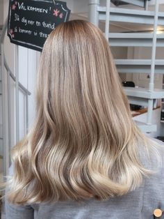 Learn How To sell your photos online easily And Make Profits. Soft Blonde Hair, Blonde Hair Looks, Hair Inspo, Hair Inspiration, Hair Day, Pretty Hairstyles, Dyed Hair, Blonde Highlights, Beige Blonde Balayage