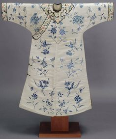 China, late Qing dynasty, white silk dress, with floral embroidery in blue silk threads