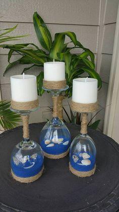 Sostenedores de vela de concha y arena vidrio de vino