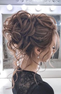 44 Messy updo hairstyles – The most romantic updo to get an elegant look Schnelle Frisuren Summer Wedding Hairstyles, Homecoming Hairstyles, Winter Wedding Hairstyles, Elegant Wedding Hairstyles, Wedding Bun Hairstyles, Graduation Hairstyles, Quinceanera Hairstyles, Romantic Hairstyles, Classy Hairstyles
