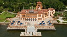 This hidden gem is one of the most beautiful landmarks in Florida, a beautiful Mediterranean Revival mansion on the Sarasota Bay. Sarasota Florida, Florida Usa, Clearwater Florida, Visit Florida, Florida Living, Florida Keys, Places In Florida, Florida Beaches, Ringling Museum