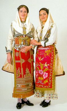 Les costumes d'Evia du Nord et du Centre Wedding Costumes, Dance Costumes, Greek Costumes, Greek Traditional Dress, Traditional Outfits, Contemporary Decorative Art, Regional, Costumes Around The World, Greek Culture