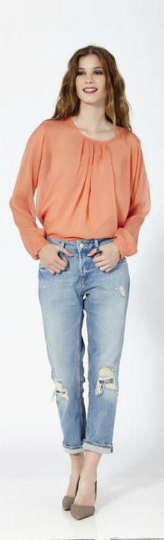 Blusa de chifón semitransparente con otra blusa interior