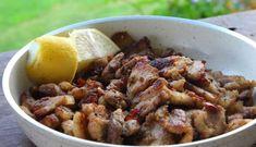 Μια εύκολη, πεντανόστιμη και ζουμερή χοιρινή τηγανιά για να απολαύσετε μόνοι ή με τη παρέα σας τον απόλυτο, γρήγορο και λαχταριστό μεζέ με τη μπυρίτσα σας Video Daddy, Greek Cooking, Meat Chickens, Greek Recipes, Make It Simple, Food Processor Recipes, Recipies, Pork, Food And Drink