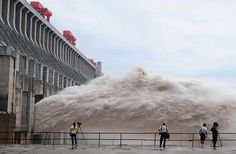 floodwater is released from the three gorges dam (photo by cheng min)