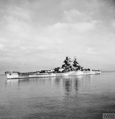 Photos of the French battleship Richelieu arriving in Oran, October 1943.