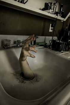 There seems to be a problem with the sink.