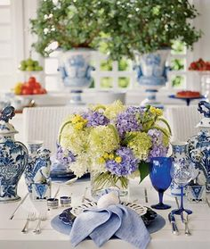 blue and white with hydrangeas to dress the table for spring