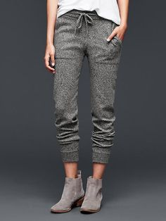 Brooklyn jogger Those looks like comfy pants! and nice detail near the bottom Casual Outfits, Cute Outfits, Fashion Outfits, Fashion Pants, Cute Pants, Comfy Pants, Sweat Dress, Sweatpants Outfit, Trendy Fashion