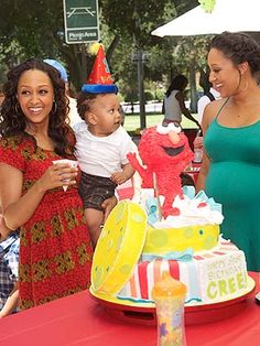 Gabe would totally love this cake for his birthday. So obsessed with Elmo. Looks like alot of food colouring though. Tia And Tamera Mowry, Baby Vision, Party Themes For Boys, Party Food And Drinks, Celebrity Kids, Cool Birthday Cakes, Party Entertainment, Beautiful Family, Cute Food