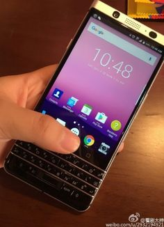 BlackBerry Mercury incorporează tastatură si display FullHD de 4.5-inch: http://www.gadgetlab.ro/blackberry-mercury-tastatura-display-fullhd-4-5-inch/