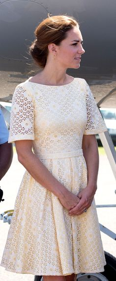 Bespoke yellow broderie anglaise dress by independent dress maker Dusty Pink Dresses, Nice Dresses, Princesa Kate Middleton, Sleek Hairstyles, Princess Kate, Summer Looks, White Lace, Fashion Dresses, Dress Up