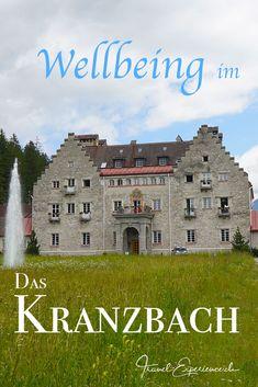 Ein Schloss, ein Hotel, eine Wellness-Oase – genau! Und das alles in einem – wir stellen Das Kranzbach vor.  Eigentlich war unsere Auszeit inmitten von Wald und Wiesen viel zu kurz, umso mehr haben wir es genossen. Hier werden wir gerne Wiederholungstäter ;-) Die Schlossgeschichte und der Blick hinter die Kulissen haben uns auch sehr fasziniert... Hotels, New Details, Wellness, Mansions, House Styles, Backdrops, Time Out, Fresh, Manor Houses
