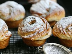 Yes – not only a donut can fall in love with a croissant – muffins can do that too – in some way ;) These cruffins are a mix of a flaky fluffy croissant and a muffin – the muffin is basically the shape ;) Forget cronuts – they are fatty fat fat – these […]