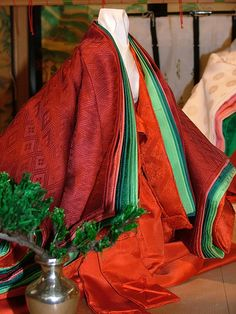 Noble ladies in the Heian era wore gorgeous silk robes. The color combinations, graduations and patterns were important and often referred to the seasons. These are some typical combinations.  Pine Tree colours - All season wear (because the pine tree is evergreen and unchanging)