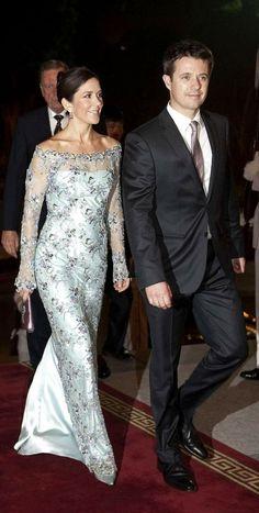 La elegancia de la Princesa Mary   Página 15   Cotilleando - El mejor foro de cotilleos sobre la realeza y los famosos. Felipe y Letizia.