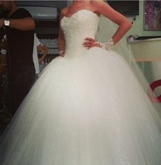 Love the poofy skirt for the bottom half of my dream dress! Still gotta have that lace top w/ lace sleeves though!(;