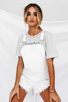 White cutoff overall shorts white overalls, denim dungarees, overalls outfit, denim shorts, White Overalls, Overalls Outfit, Look Fashion, Fashion Outfits, Fall Fashion, Look Con Short, Casual Outfits, Cute Outfits, Summer Outfits For Teens