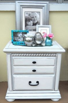 Baby Furniture re-do in white DIY::Beautiful Easy Way to Refinish an Old Table into A Gorgeous Distressed White. Refurbished Furniture, Repurposed Furniture, Furniture Makeover, Painted Furniture, Chair Makeover, Furniture Projects, Furniture Making, Diy Furniture, Furniture Refinishing