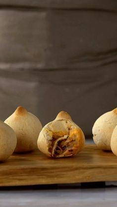 Coxinha já é bom, mas com massa de pão de queijo fica melhor ainda!