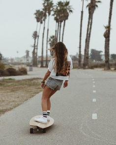 Skateboard Photos, Skate Photos, Skateboard Girl, Beach Aesthetic, Summer Aesthetic, Aesthetic Girl, Aesthetic Grunge, Skater Girl Style, Skater Girl Outfits