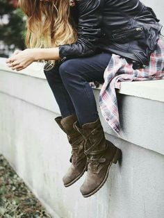 Free people boots I'm in love ;)