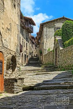 Besalú A Medieval Town In Catalonia WELCOME TO SPAIN! FANTASTIC TOURS AND TRIPS ALL AROUND BARCELONA DURING THE WHOLE YEAR, FOR ALL KINDS OF PREFERENCES. EKOTOURISM: https://www.facebook.com/pages/Barcelona-Land/603298383116598?ref=hl