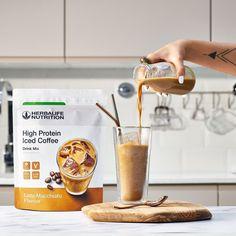 ☕️ Amoureux du café ? Régalez-vous avec délicieux #café frappé protéiné : High Protein Iced Coffee #Herbalife. 🤩 Brassé avec des grains de café expresso 100% Robusta, pour un goût authentique, puissant et plein de saveurs😋 Sans sucres ajoutés, ni colorants, ni conservateurs, ce café frappé vous apportera 15 g de protéines par portion et seulement 80 kcal. 😉 Envie de le tester ? Plus d'infos en MP ou 0251351094 ou