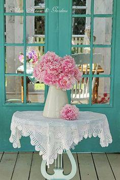 S ℎ a b b y  Romantic! Aqua Blue, Pink Turquoise, Estilo Shabby Chic, Shabby Chic Style, Shabby Chic Cottage, Cottage Style, Turquoise Cottage, Pink Cupcakes, Tiffany Blue