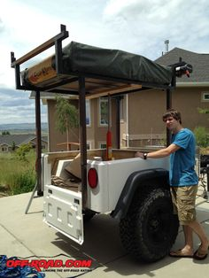 A low cost, bulletproof solution to elevating the telescopic rack was a hydraulic ram. Time to raise the rack and tent? Two minutes. Diy Camper Trailer, Off Road Trailer, Trailer Build, Kayak Trailer, Expedition Trailer, Overland Trailer, Jeep Truck, Truck Bed, Kangoo Camper