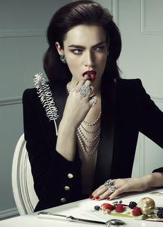 Patrycja Gardygajlo es fotografiada por René Habermacher y con un estilo de Rena Semba en 'Amour Jeweled' para el suplemento joyas de Vogue Japón enero de 2013