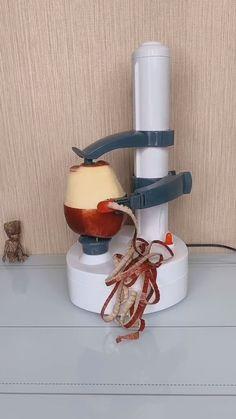 icu ~ This machine peels fruits and vegetables perfectly. [视频] ~ This machine peels fruits and vegetables perfectly. Cool Kitchen Gadgets, Smart Kitchen, Cool Gadgets, Cool Kitchens, Cool Inventions, Cooking Gadgets, Useful Life Hacks, Fruits And Vegetables, Healthy Drinks