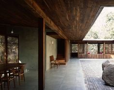 Image 6 of 50 from gallery of Copper House II / Studio Mumbai. Courtesy of studio mumbai Estudio Mumbai, Interior Architecture, Interior And Exterior, Copper House, Casa Patio, Pump House, Deco Design, Tropical Houses, Minimalist Home
