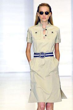 Vestido camisero beige con cuello mao y vuelta en las mangas, de Tommy Hilfiger. // Vestido camisero beige con cuello mao y vuelta en las mangas, de Tommy Hilfiger. (© Marcio Madeira)