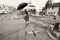 Gervasio Sánchez es fotoperiodista y sin duda uno de los grandes de la Fotografía de nuestro país, que ha cubierto algunos de los conflictos más cruento y desarrollado trabajos a largo plazo en paralelo. Conócelo un poco mejor y aprende de él.
