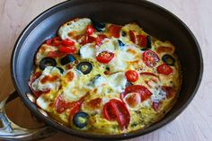 Low-Carb Egg-Crust Breakfast Pizza - Kalyn's Kitchen - Kalyn's Kitchen®: Egg-Crust Breakfast Pizza Recipe with Pepperoni, Olives, Mozzarella, and Tomat - Breakfast Pizza, Vegetarian Breakfast, Low Carb Breakfast, Perfect Breakfast, Breakfast Ideas, Breakfast Sandwiches, Free Breakfast, Breakfast Bowls, Pizza Flavors