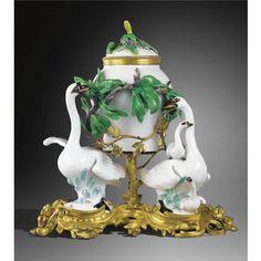 Pot-pourri aux cygnes en porcelaine de Meissen et Chantilly à monture de bronze doré d'époque Louis XV Sotheby's A GILTBRONZE MOUNTED MEISSEN AND CHANTILLY PORCELAIN POT-POURRI, LOUIS XV Estimate 8,000 -12,000 EUR SOLD. 31,950 EUR